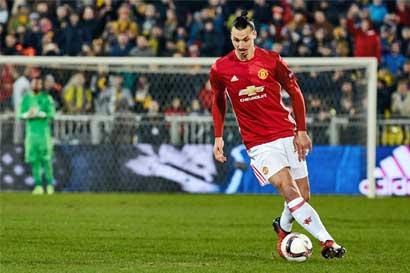 Ibrahimovic firma por otro año con el Manchester United