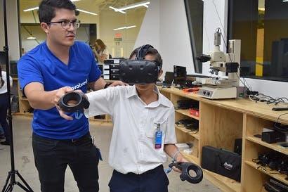 Centro de Innovación de Intel acerca a estudiantes a la realidad virtual
