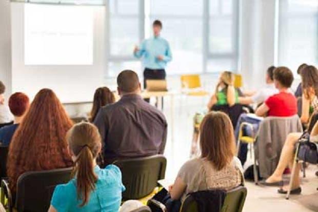 Dirección de aduanas y Crecex capacitan a empresarios