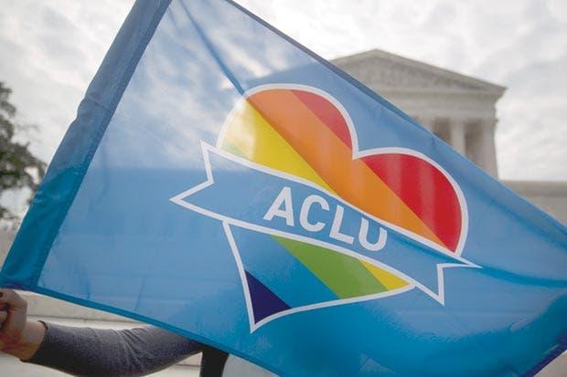 ACLU demanda a Trump por prohibir soldados transgénero