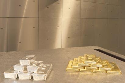 Oro se encamina a primer cierre de 2017 sobre $1.300