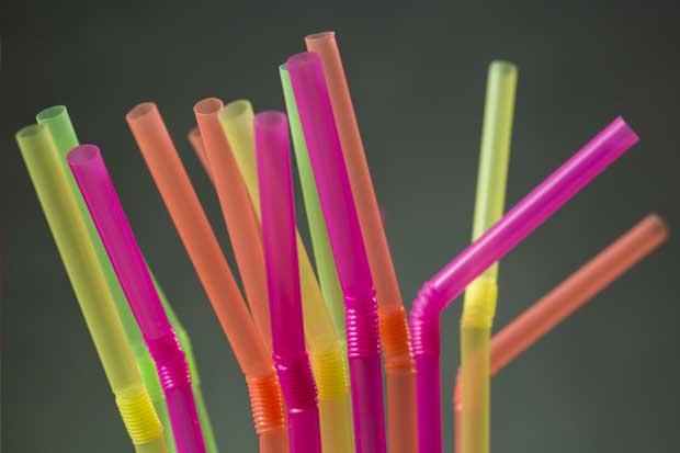 UNA eliminará pajillas y empaques plásticos