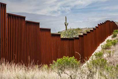 Trump exige fondos para muro asegurando que México pagará