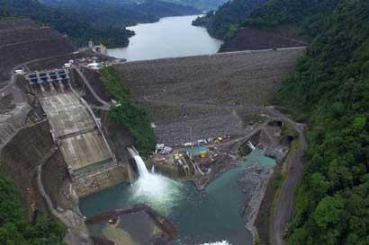 Uccaep: Gobierno no debe incrementar tarifas eléctricas por daños en Reventazón