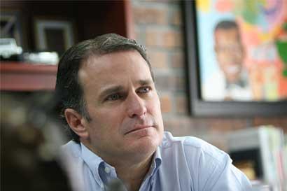 Empresario Andrés Pozuelo busca reunirse con Presidente Solís