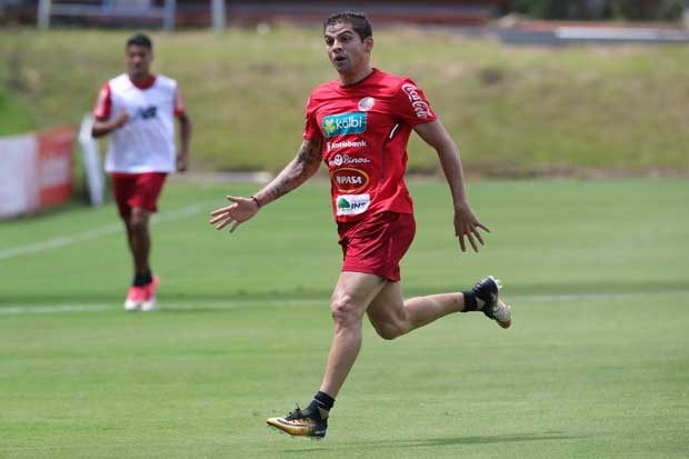 Tricolor realiza su último entrenamiento en suelo nacional