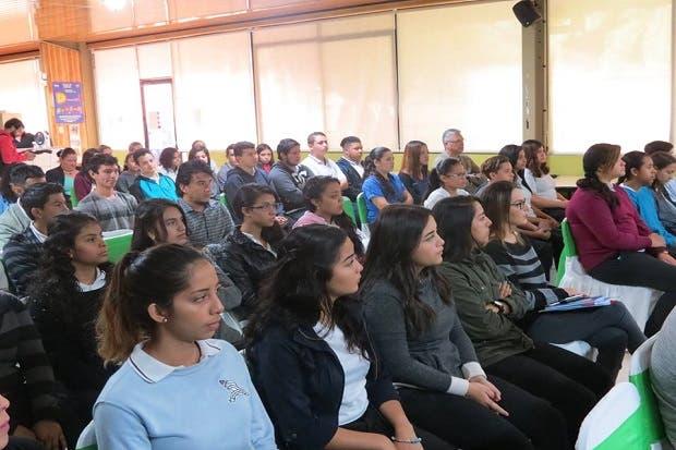 Liceo Luis Dobles Segreda es zona libre de plástico