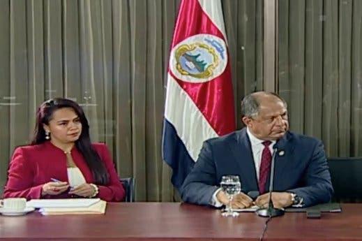 Presidente Solís sostiene que su interés siempre ha sido romper el duopolio del cemento