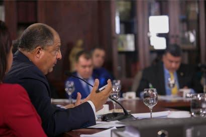 Presidente confirma siete visitas de empresario cementero a Casa Presidencial