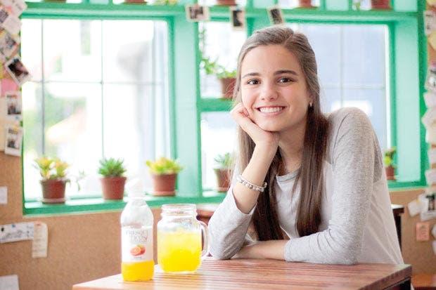 Emprendedora tica crea gaseosa natural y saludable