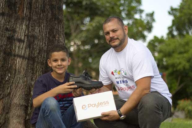 Payless celebra Día del Niño con donación de zapatos