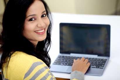 Programa otorgará 50 becas en tecnología a mujeres