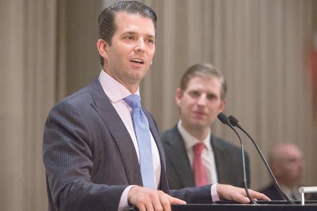 Hijo de Trump habla con panel del Senado sobre reunión con rusos