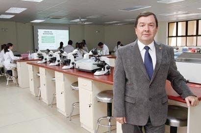 Burocracia frena formación de especialistas en Ucimed