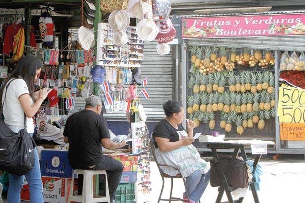 Johnny Araya cuestiona al Gobierno por impulsar ventas ambulantes