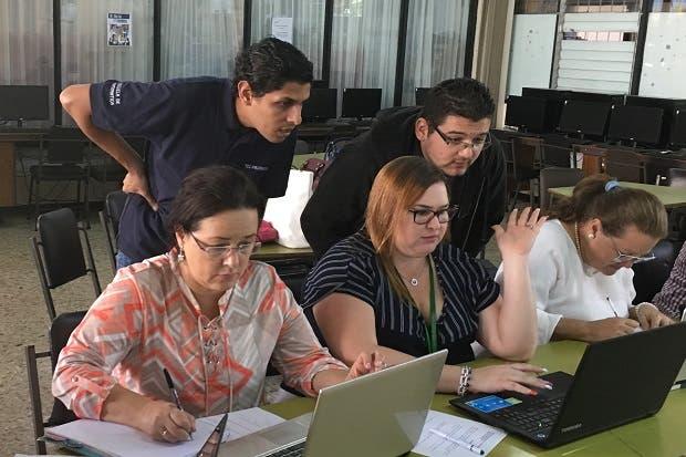 TEC capacita educadores de matemática con tecnología