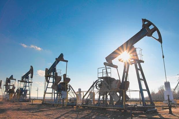 Petróleo supera $50 el barril por mejores perspectivas de demanda
