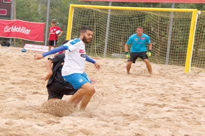 Tico brilla en la segunda mejor liga del mundo en fútbol playa