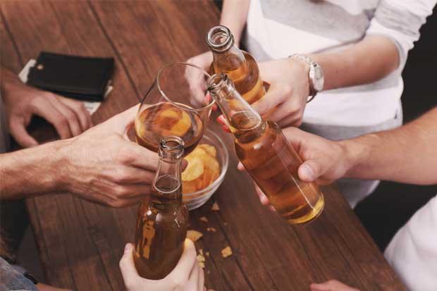 Bajo consumo de alcohol protege contra enfermedades cardiovasculares, sugiere estudio