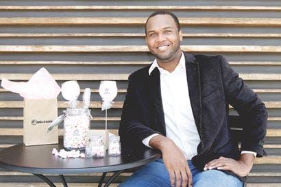 Emprendedor limonense produce caramelos con sabor caribeño