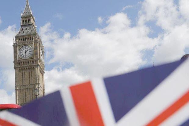 Reino Unido alcanza acuerdo de energía solar con Irán pese a Trump