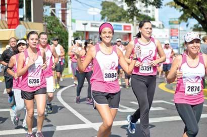 """""""Corre por mí"""" inaugura mes de la lucha contra el cáncer de mama"""