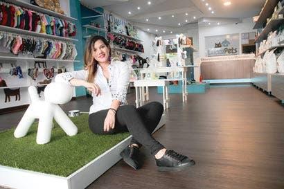 Emprendedora crea ropa a la medida para mascota