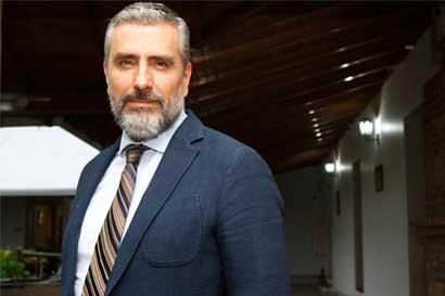 Otto Guevara propone la venta o fusión del BCR