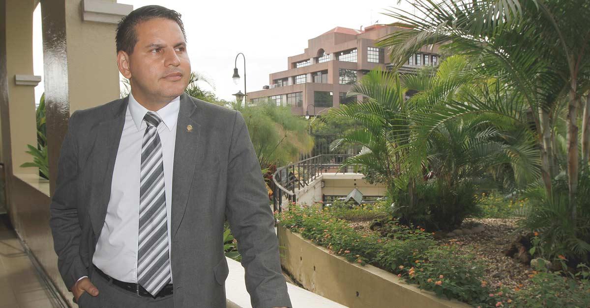"""Fabricio Alvarado: """"Me llaman intolerante, pero los intolerantes son los gais"""""""