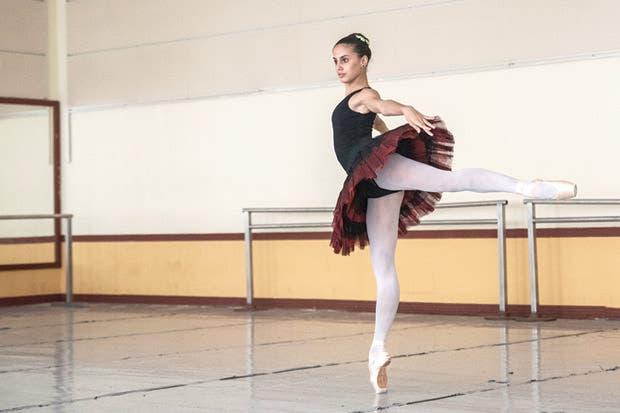 """Más de 80 bailarines participarán en """"El lago de los cisnes"""""""