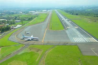 Lluvia afectó operaciones de aeropuerto Juan Santamaría