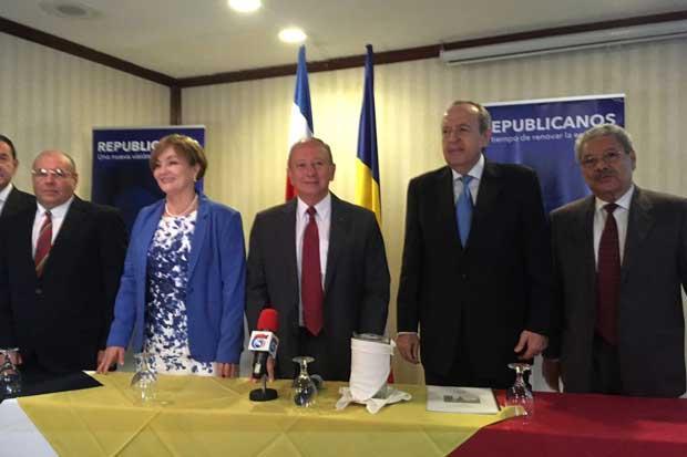 Lluvia impide inscripción de candidatura presidencial del doctor  Hernández