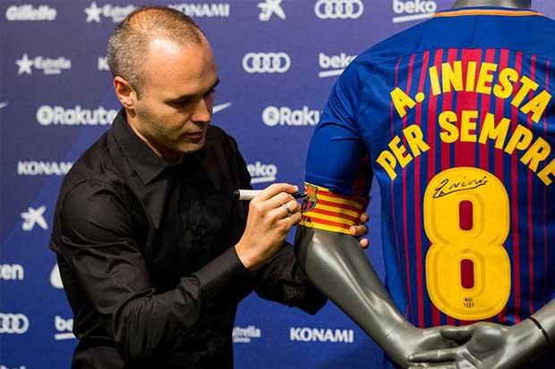 Iniesta renueva de por vida con el Barcelona