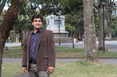Carlos Alvarado apoya iniciativa de reducir la deuda política para atender emergencia