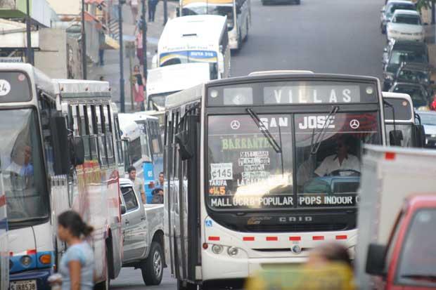 Choferes de buses se capacitan para brindar mejor atención a pasajeros