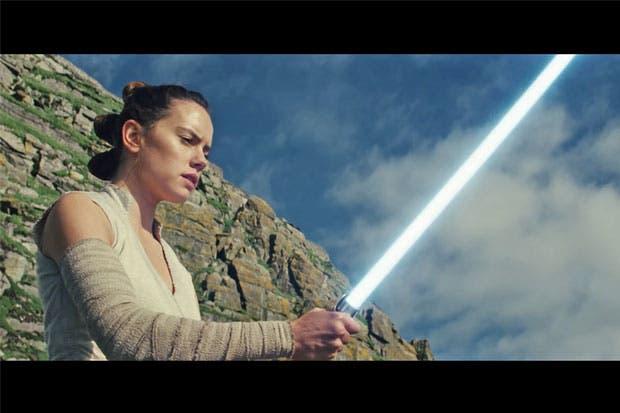 """Nuevo tráiler de """"Star Wars: The Last Jedi"""" escarba en el pasado de Rey"""