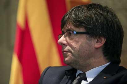 Cataluña declara independencia pero suspende proceso constituyente