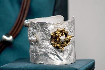 Presentan joyas inspiradas en esferas de piedra de Diquís