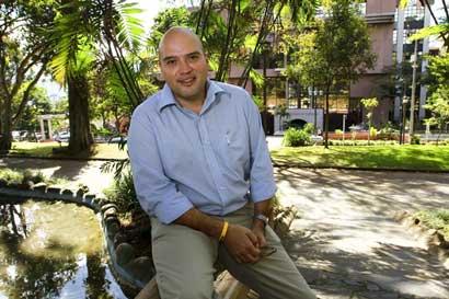 Edgardo Araya: Gobierno cobraría a afectados reconstrucción de sus casas