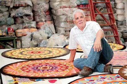 Pyme logra éxito con alfombras artesanales
