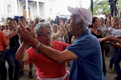 Bailes y concierto celebrarán a adultos mayores