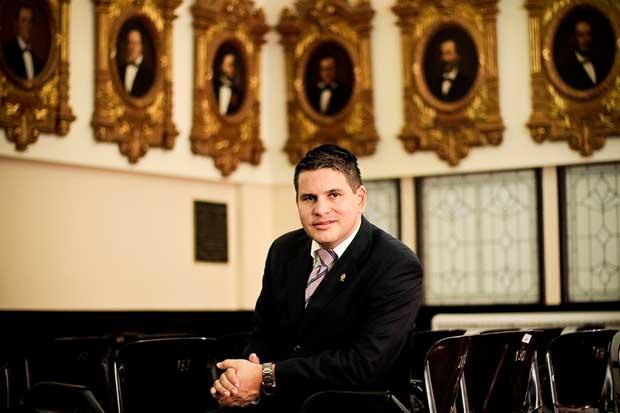 Fabricio Alvarado inscribe candidatura presidencial