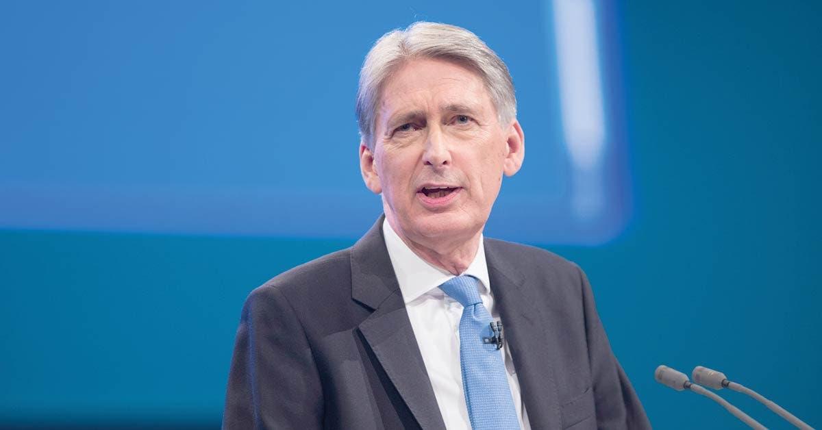 Reino Unido se prepara para lo peor ante desacuerdo con la UE