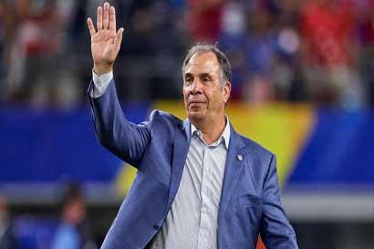 Bruce Arena renuncia como director técnico de Estados Unidos