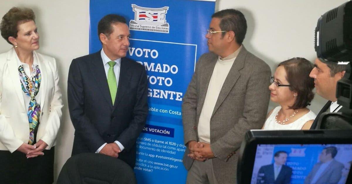 Antonio Álvarez inscribe candidatura ante el TSE