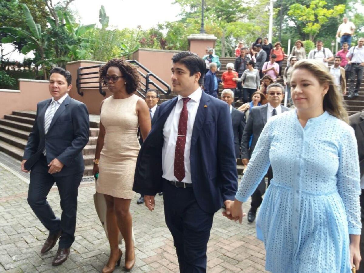 Carlos Alvarado promete reforma integral de educación