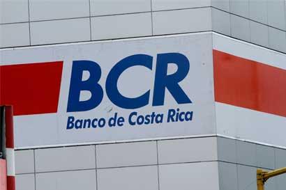 Fitch baja calificación del BCR por préstamos cuestionados y salida de directivos