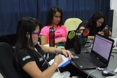 Mujeres están cerca de concluir primer hackatón centroamericano