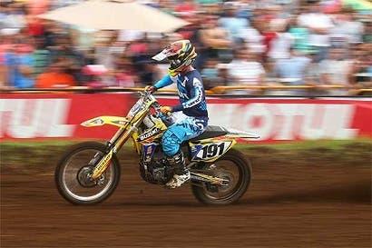 Roberto Castro alcanza tricampeonato en motocross