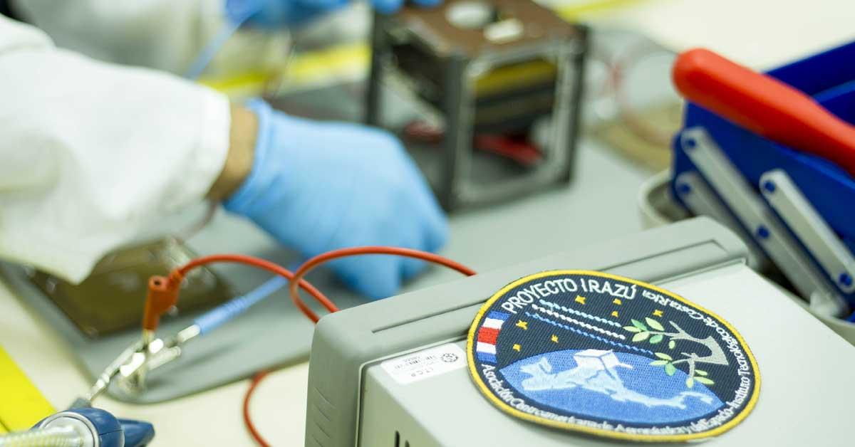 Primer satélite costarricense inicia pruebas para llegar al espacio